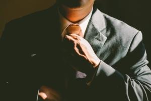スーツ姿に合うメンズ香水おすすめ15選!【香りで差を付ける上級者向けの香水】