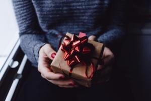 プレゼントにおすすめなメンズ用香水15選!【大切な人への贈り物に香水を】
